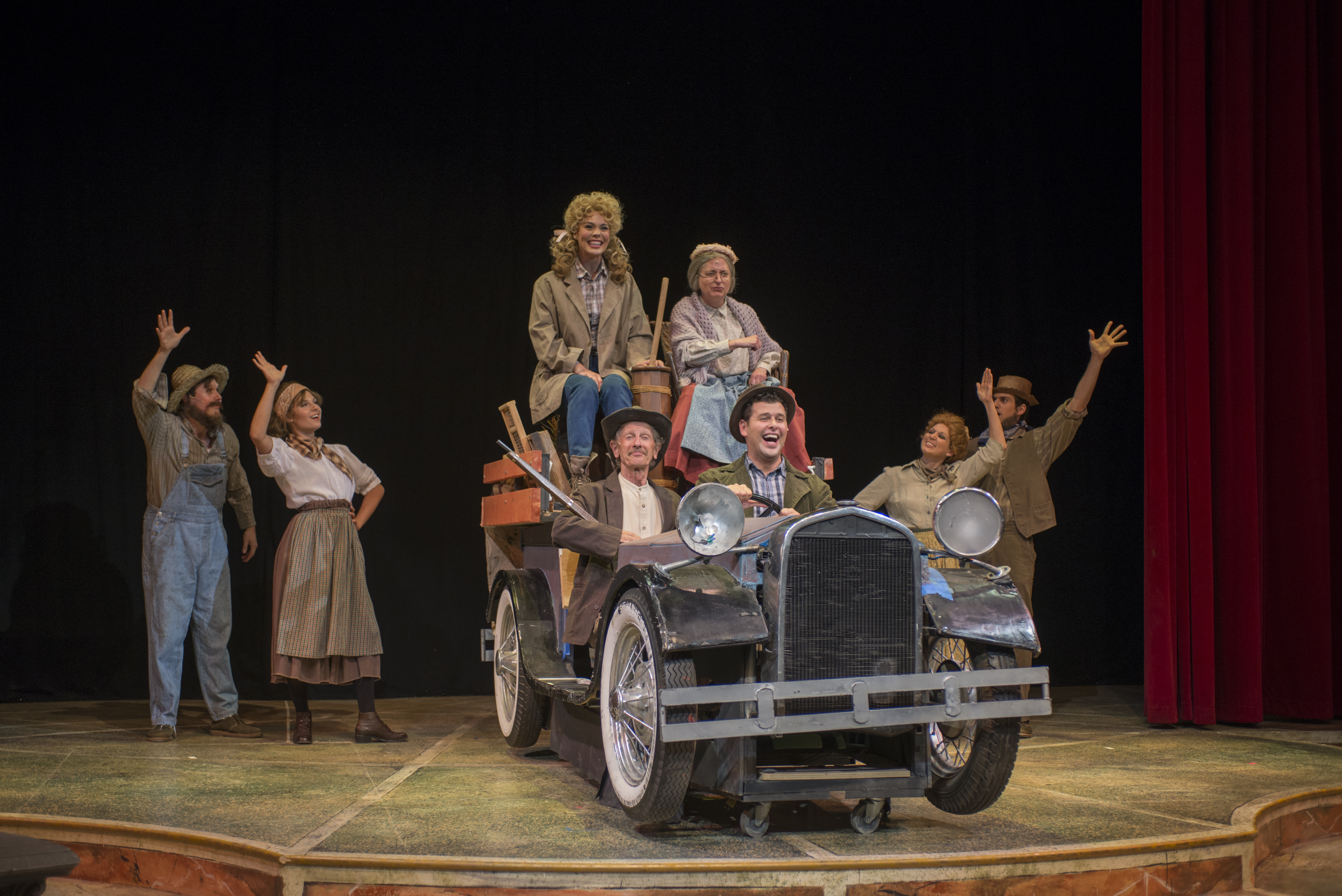 Theatre at the Center's Entertaining BEVERLY HILLBILLIES Lacks Consistency and Detail 1 Recommended: Theatre In Chicago Review Round Up