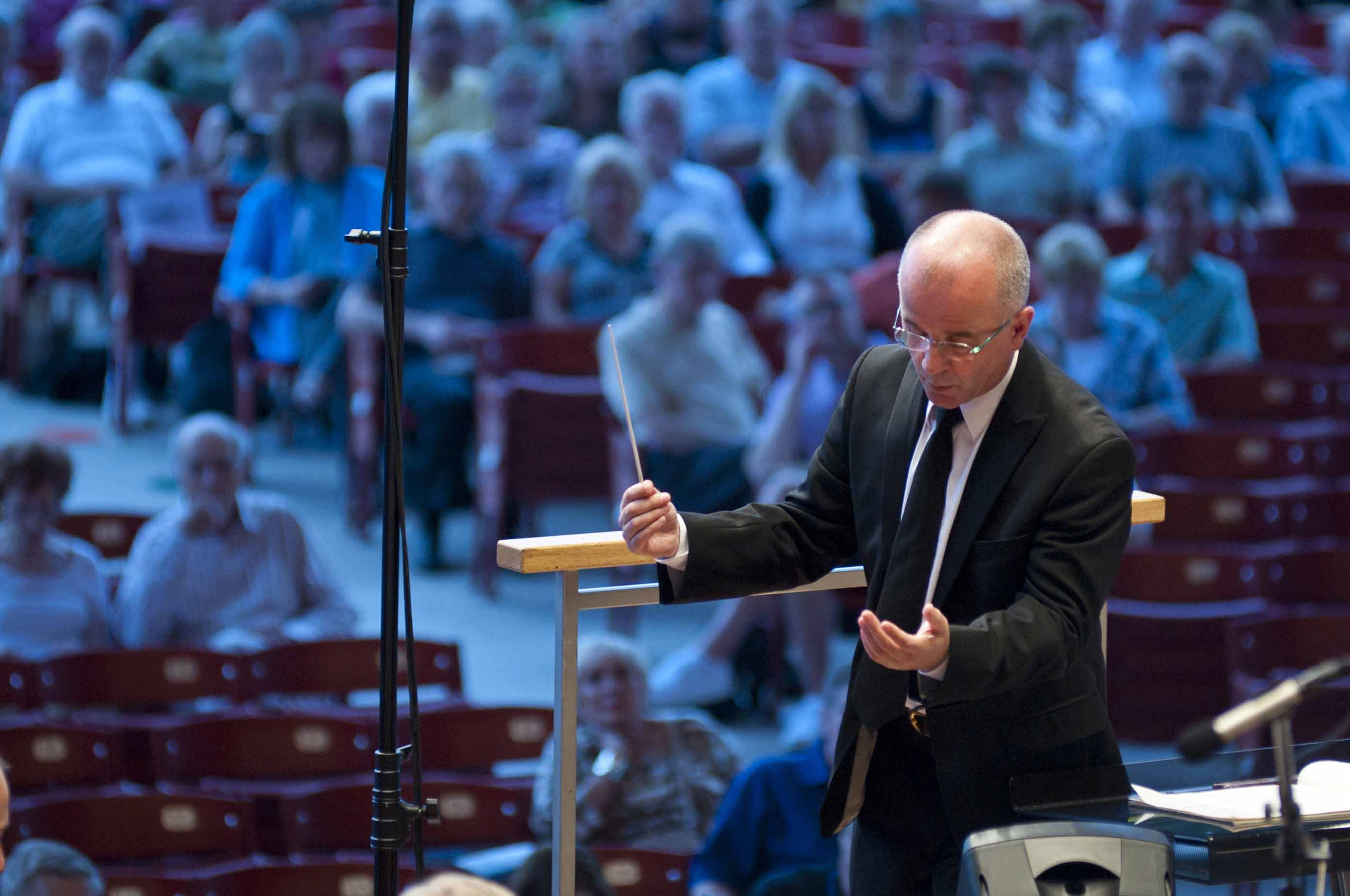 GRANT PARK MUSIC FESTIVAL OPENS 2015 SEASON WITH BEETHOVEN'S SYMPHONY NO. 7  Wednesday, June 17 in Millennium Park 1  Christopher Bell Conducting (photo credit Patrick Pyszka)