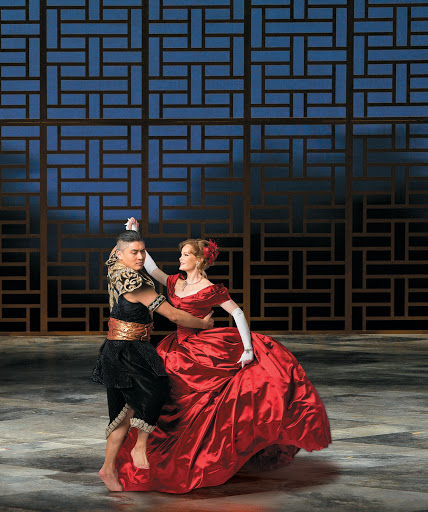 First look photos of THE KING AND I at Lyric Opera 8 Lyric Opera of Chicago's grand-scale production of Rodgers and Hammerstein's The King and I, featuring Broadway stars Kate Baldwin and Paolo Montalban as Anna Leonowens and the King of Siam, runs April 29 through May 22 . The cast also includes Broadway artists Ali Ewoldt (Tuptim), Alan Ariano (The Kralahome) and Rona Figueroa (Lady Thiang), along with Sam Simahk (Lun Tha) and Chicagoland artists Charlie Babbo (Louis Leonowens), Jomar Ferreras (Interpreter), John Lister(Captain Orton), David Parkes (Sir Edward Ramsay), Peter Sipla (Phra Alack) and Matthew Uzarraga (Prince Chulalongkorn). All but Lister make their Lyric debuts with The King and I.