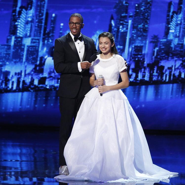 """AMERICA'S GOT TALENT -- """"Live Finale"""" Episode: 1122 -- Pictured: (l-r) Nick Cannon, Laura Bretan -- (Photo by: Trae Patton/NBC)"""