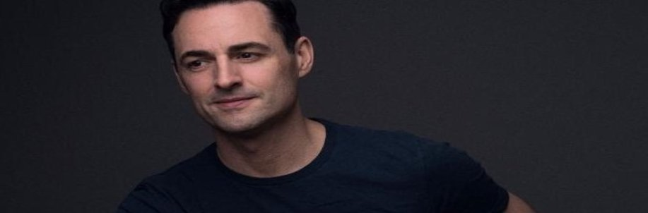 INTERVIEW with Broadway Star MAX VON ESSEN